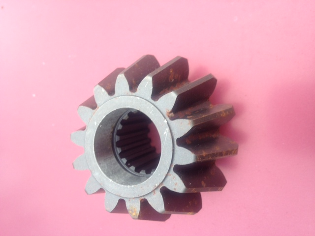 Lower Spindle Pinion ( Front ) JD850,950,1050